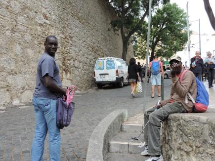 Kalenin girişinde satıcılar