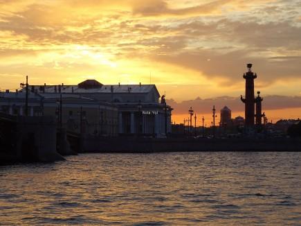 Neva nehri ve Vasilevsky Adası - Dikkat Saat gece 23:57