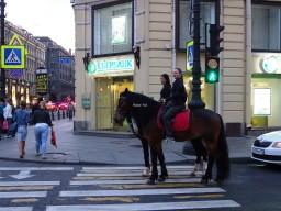 Sokaklarda atla dolaşmak serbest