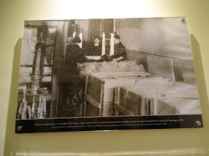 Fotoğraflarda 1941'de işgal öncesi değerli eşyaların paketlenerek götürülmesi
