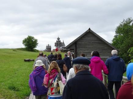 Kiliselere doğru yürüyüş