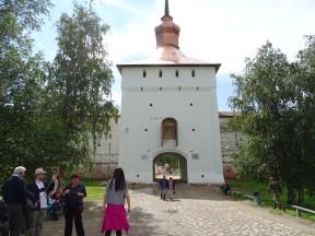 Aziz Kirilov Manastırı'nın giriş kapısı