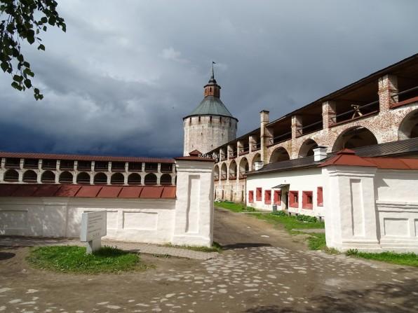 Aziz Kirilov Manastırı'nın iç tarafı