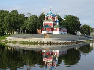 Uglich Kan Kilisesi'nin nehirden görünüşü