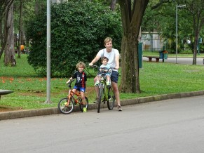 İbirapuera Parkı'nda çoluk çocuk bisiklette