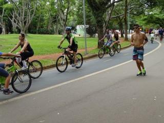 İbirapuera Parkı'ndan koşu ve bisiklet yolları yan yana