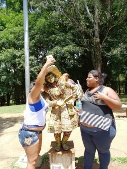 İbirapuera Parkı'nda canlı heykelle selfi
