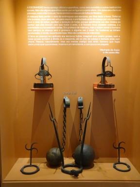Afrobrasil Müzesi'nde köle gülleleri ve işkence aletleri