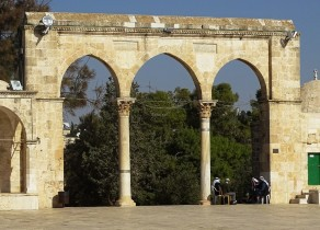 MESCİD-İ AKSA BAHÇESİ